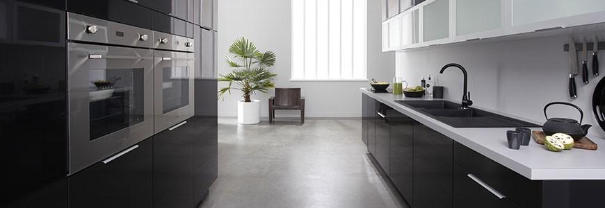 Eb ne meubles de cuisine laqu noir brillant mon for Amenagement cuisine espace reduit